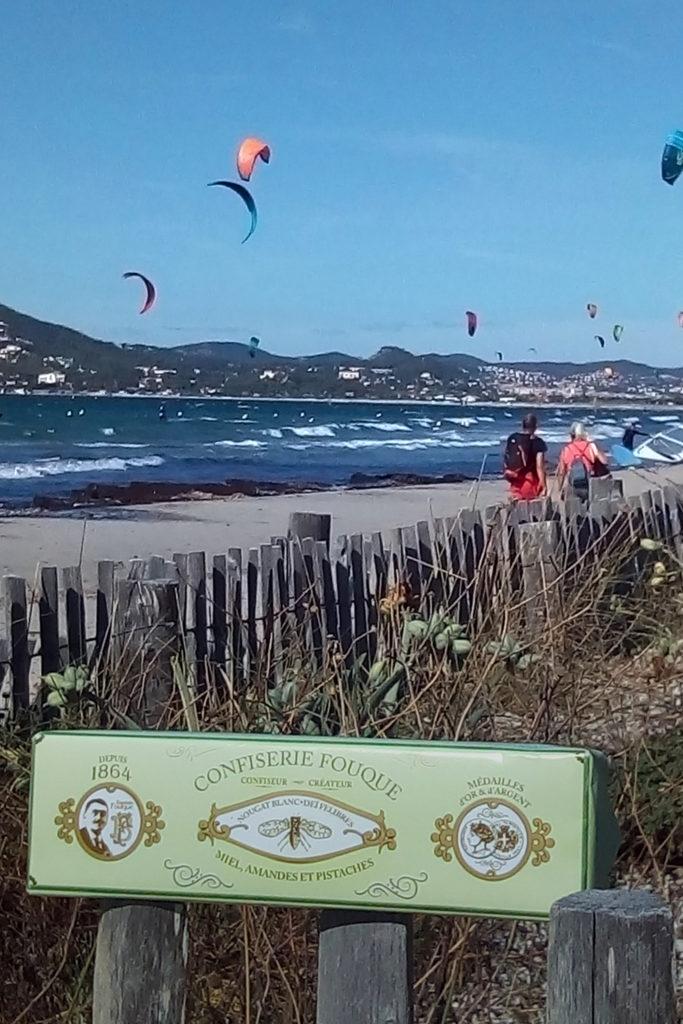 Le nougat Fouque chez les kitesurfers - Route du sel - L'Almanarre à Hyères M. ROUX