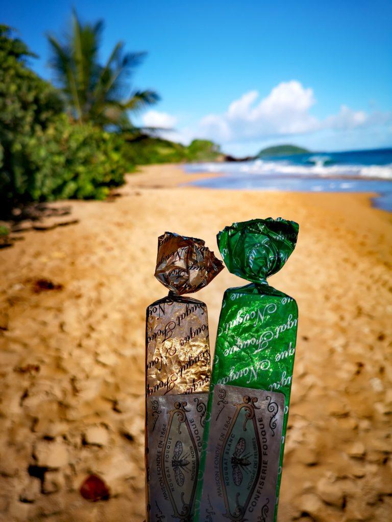Mr et Mme nougat se baladent à la plage de Clugny, Guadeloupe G. PERION