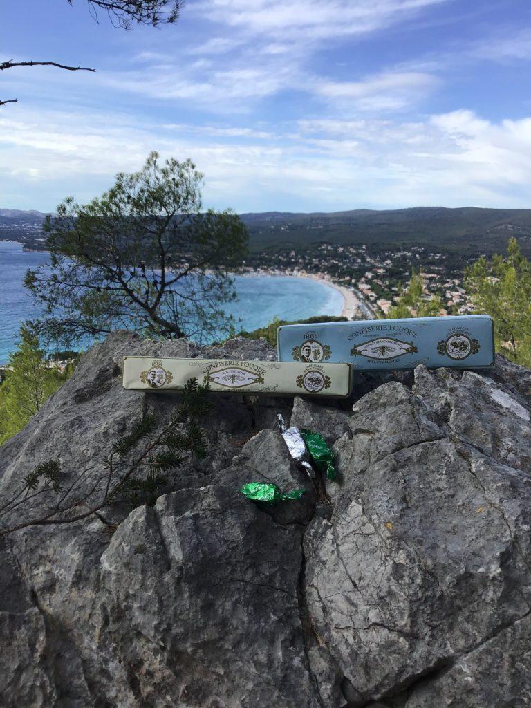 Le nougat FOUQUE en point de mire sur la baie de Saint Cyr. C. Boulestin.