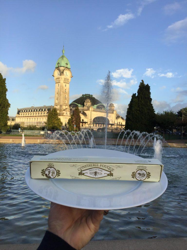 Le nougat Fouque continue son voyage dans un écrin de porcelaine au départ de la gare de Limoges. Boulestin C.